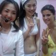 中央)中澤さん、 右)カロリーナさん